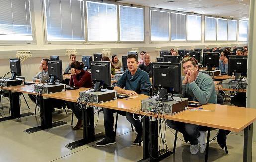 Los nervios estuvieron a flor de piel entre muchos de los 500 aspirantes que se vieron obligados a repetir el examen para acceder a una plaza de funcionario.