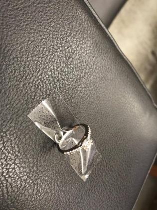 Una persona perdió el anillo con el que pedía matrimonio en Times Square.