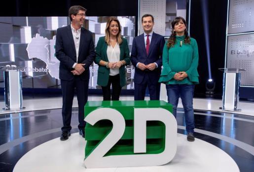 Los candidatos a la Presidencia de la Junta por el PSOE, Susana Díaz; el PP, Juanma Moreno (2d); Adelante Andalucía, Teresa Rodríguez (d), y Ciudadanos, Juan Marín (i).