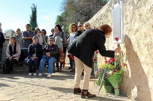 Acto de homenaje y ofrenda floral, al que asistieron descendientes de las víctimas.