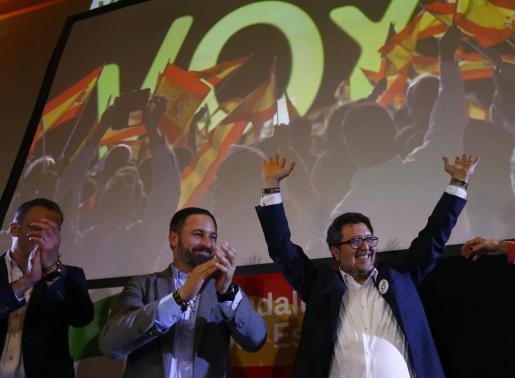 Santiago Abascal y Francisco Serrano, celebrando los resultados electorales en Andalucía.