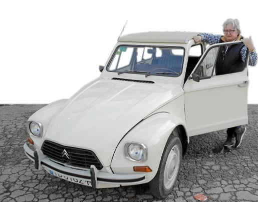 Diego Delgado compró en 2010 este Dyane 6 de 1975 que estaba a medio restaurar y él mismo completó el trabajo