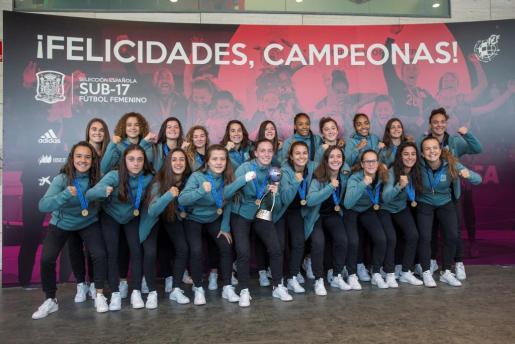 Las campeonas del mundo de fútbol de la categoría sub-17, durante el homenaje celebrado este lunes en la Ciudad del Fútbol de Las Rozas, tras ser recibidas por el presidente de la Real Federación Española de Fútbol (RFEF), Luis Rubiales.