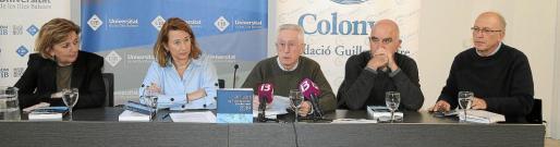 Agustina Bosch, Assumpció Sempere, Pere Carrió, Manel Perelló y Lluís Ballester, este martes en la presentación del anuario a los medios.