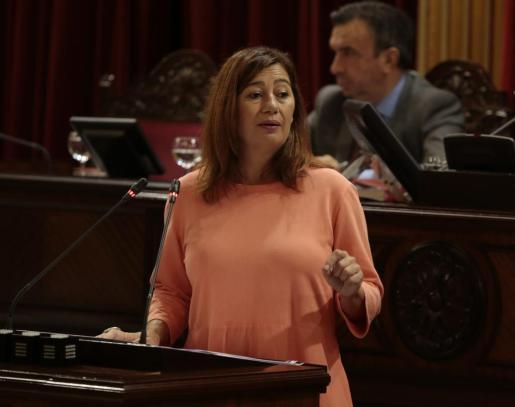 Francina Armengol durante una comparecencia en el Parlament balear.