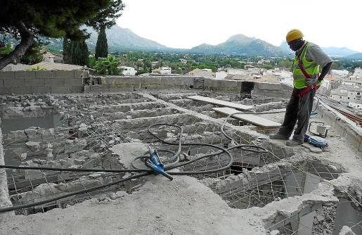 Imagen de la demolición de la casa de la calle Creus de Pollença.