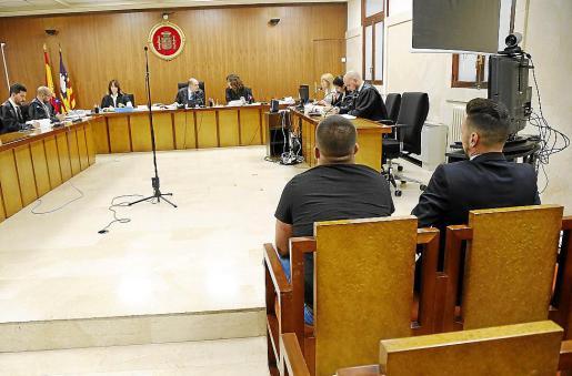 Los dos acusados, en el juicio que tuvo lugar en octubre en la Audiencia de Palma.