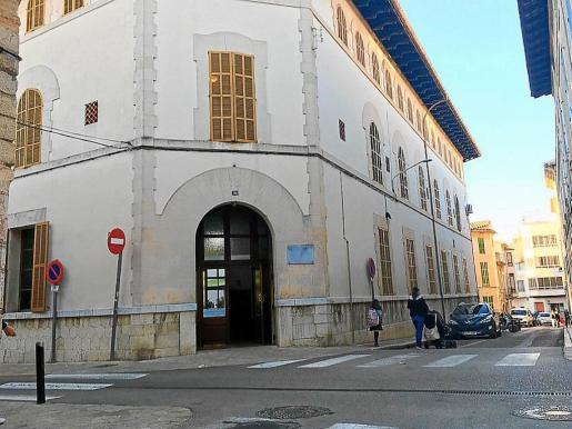 Las múltiples deficiencias del edificio que acogía la residencia Miquel Mir han provocado que se hayan tenido que trasladar usuarios y personal para poder ejecutar las obras.