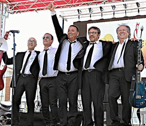 Los legendarios Los Diablos, tras una actuación.