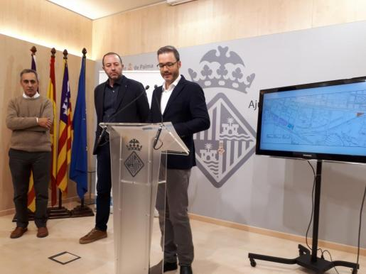Imagen del concejal de Urbanismo del Ayuntamiento de Palma, José Hila, durante la presentación de la modificación del Plan General correspondiente al sector Llevant y a la fachada marítima.