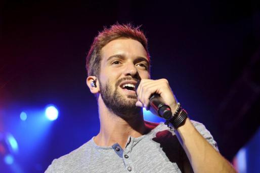 Pablo Alborán durante un concierto en Palma.