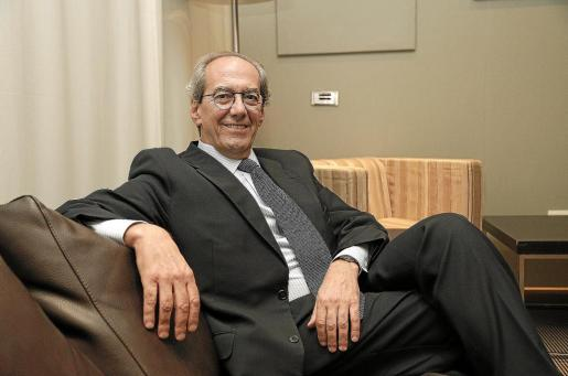 José Manuel González-Páramo asegura que las subidas de tipos afectarán, pero no vislumbra una recesión a medio plazo.