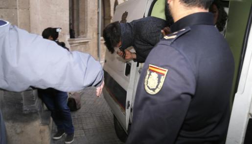 Juan pasó a disposición judicial este viernes, tras agredir a su pareja mientras conducía.
