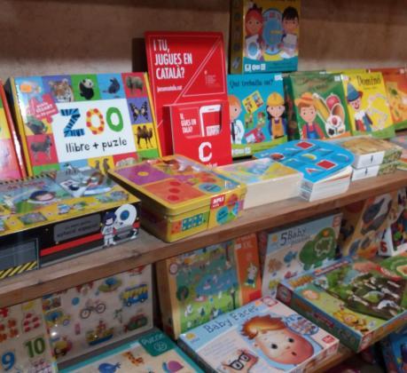 Imagen de la campaña para fomentar los juguetes en catalán «I tu, jugues en català?»