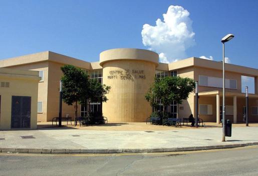 Fachada del centro de salud Martí Serra, en el municipio de Marratxí.