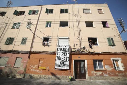 Las familias del bloque VIII de 'Corea' piden una vivienda alternativa o la devolución del agua.