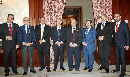Antoni Alcover, Óscar Fanjul, Ovidio Andrés Arcos, Sebastián Albella, Onofre Martorell, Llorenç Huguet, Pedro Ballester y Alejandro Sáenz de San Pedro.