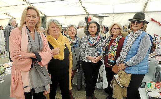 May Fernández de la Puente, Pepa Noguera, Quica Galmés, Ana Cerdó, Conchita Alomar y Margarita García-Ruiz.