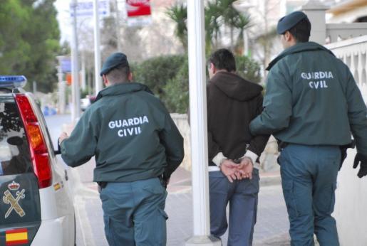 Imagen correspondiente a enero de 2010, cuando la Guardia Civil ya detuvo en Calvià a un falso revisor de gas por diversas estafas.