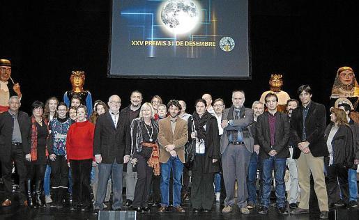 Gran foto de familia de todos los premiados antes de comenzar la gala.