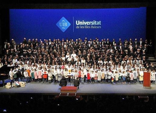 Todos los coros de la UIB, en el concierto de Navidad del pasado año en el Auditórium de Palma.