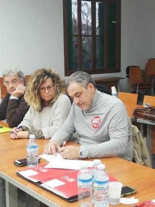 Imagen de la firma del acuerdo entre el Grupo Juaneda y UGT.