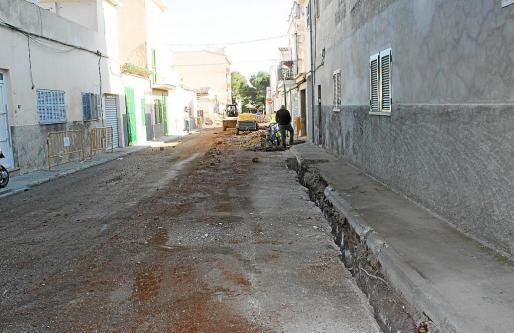 Se llevan a cabo cambios de cableado y se colocarán nuevas farolas en diferentes calles.