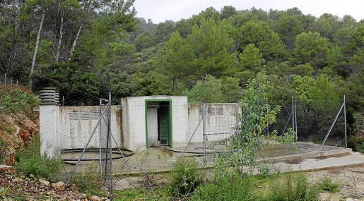 El depósito de agua de Biniamar fue construido entre 2008 y 2012 en un área natural de especial interés.