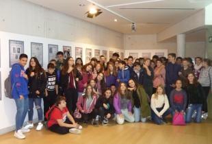 Alumnes de l'IES Sant Marçal visitaren la Mostra 125 anys de Periodisme a Ultima Hora en Es Baluard