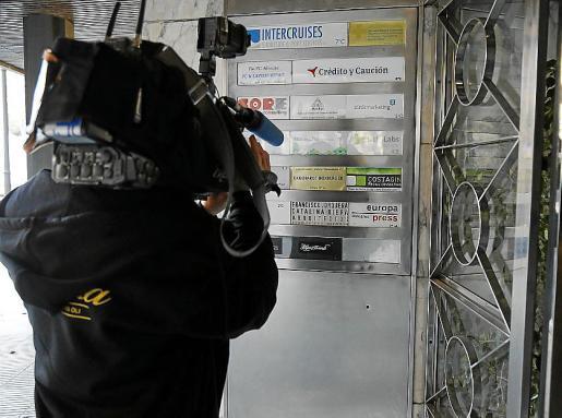 Los teléfonos móviles intervenidos a dos periodistas podrían ser examinados en breve por especialistas en Madrid, que «volcarán» su contenido en busca de pruebas relacionadas con la supuesta revelación de secretos en el 'Caso Cursach'.