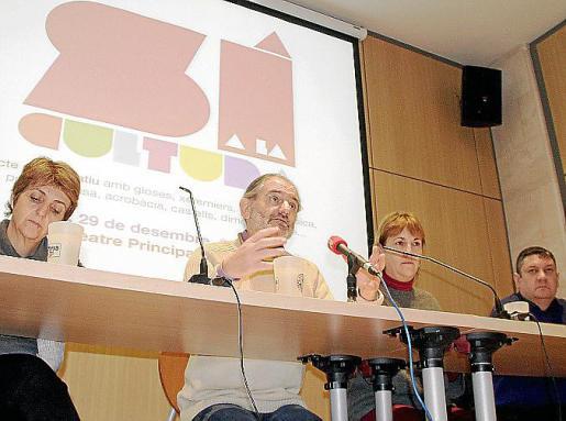 Marisa Cerdó, Jaume Mateu, Caterina Sánchez y Tomeu Martí, ayer en la presentación del acto.