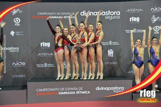 Las gimnastas del CG Consell, en lo más alto del podio de Pamplona.