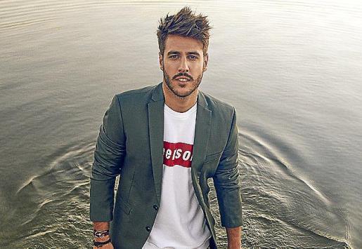 El cantante y compositor Antonio José recalará en el Auditórium de Palma para ofrecer un concierto.