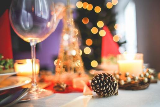 Si este año en la cena de Nochebuena te toca ejercer de anfitrión tienes que cuidar todos los detalles.