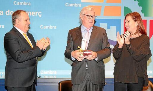 Antoni Mercant y Francina Armengol aplauden a José Luis Roses.