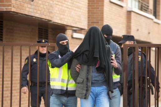 La Policía Nacional ha detenido en Vitoria a un presunto yihadista por pertenencia a organización terrorista y captación.