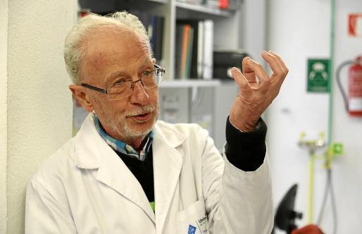Fèlix Grases, director del Laboratori d'Investigació en Litiasi Renal de la UIB.