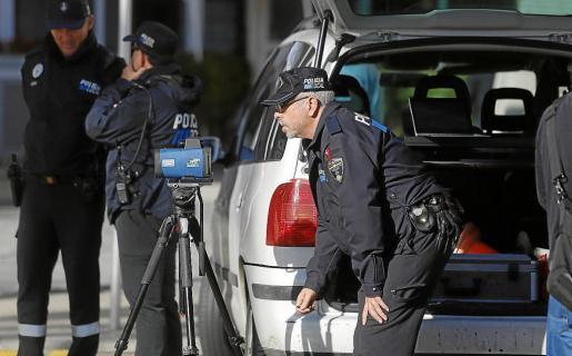 Agentes de la Policía Local de Palma, al frente de la investigación del accidente.