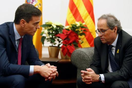 El equipo de la Generalitat pretendió, según fuentes gubernamentales, 'colar un gol' a Moncloa colocando dos Flores de Pascua amarillas.