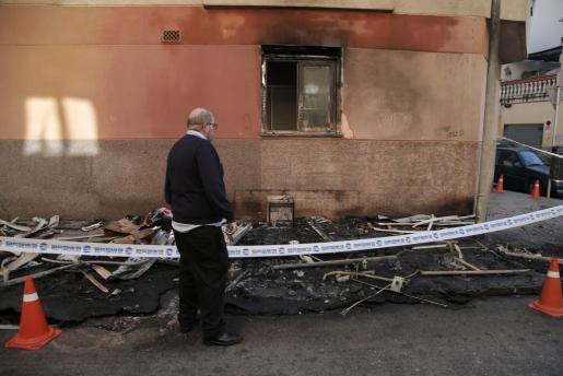 Imagen de algunos de los contenedores quemados la noche de este jueves en Palma.