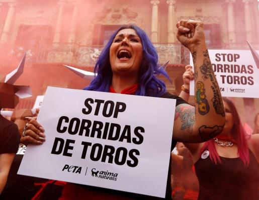 Protesta de AnimaNaturalis en Pamplona contra las corridas de toros.