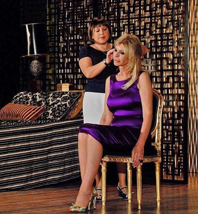 Loles León y Bibiana Fernández, en una escena del espectáculo.