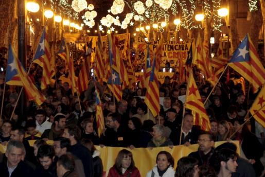 Vista general de la manifestación que ha recorrido las calles de Palma en la tarde del viernes.