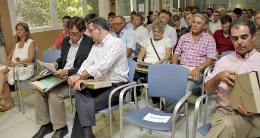 Imagen de una reunión de la FELIB con la directora general de Funció Pública, Núria Riera (Izquierda)