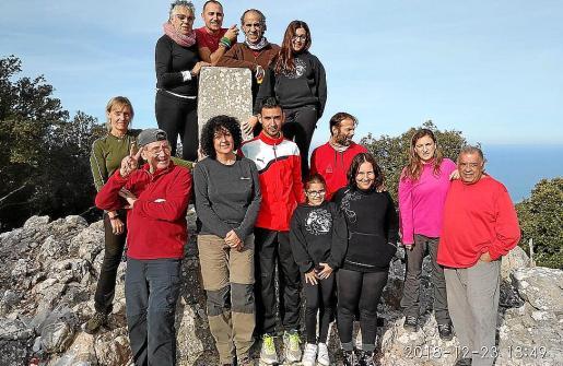 Familiares y amigos de Benet en el homenaje de este domingo en Valldemossa.