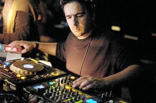 El DJ Laurent Garnier, en plena actuación.
