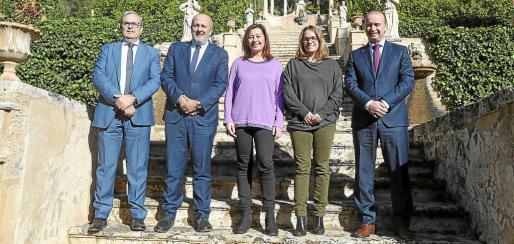 La jefa del Govern, en el centro, con los presidentes Vicent Torres, Miquel Ensenyat, Susanna Mora y Jaume Ferrer.