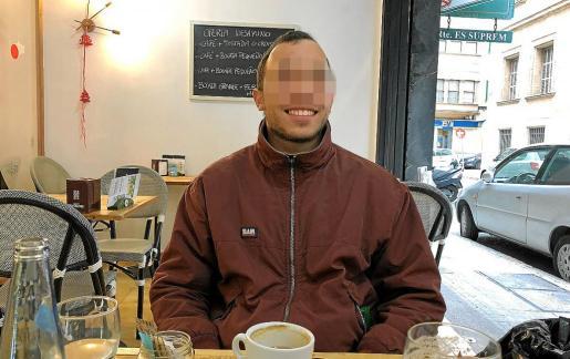 Manel Perelló, este jueves, en una cafetería de Palma, tras quedar en libertad.