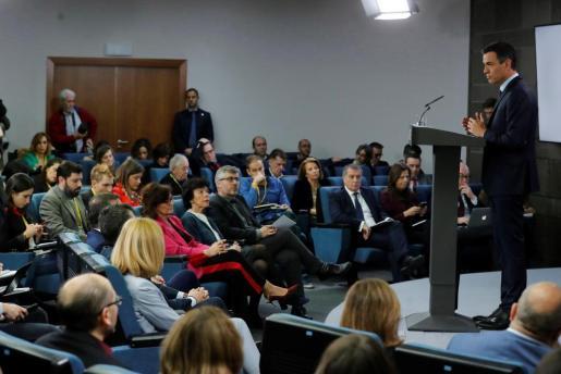 El presidente del Gobierno, Pedro Sánchez, durante su comparecencia antes los medios en el Palacio de La Moncloa tras el último Consejo de Ministros de 2018.