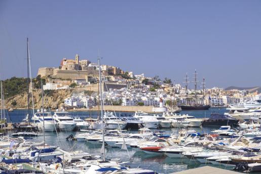 RTVE recuerda que en 1999 la Unesco le concedió el título de Ciudad Patrimonio de la Humanidad.